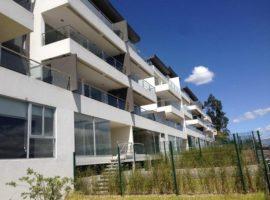 Elegante Departamento en Conjunto cerrado, balcón, Jardín Exclusivo, 2 Parqueos, bodega