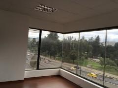 Bonita oficina completamente remodelada, con vista