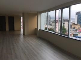 En venta elegante oficina por estrenar, sector Multicentro