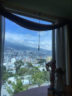Disfrute de una hermosa vista desde el 6to piso de este confortable departamento