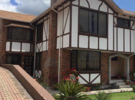 Oportunidad! Hermosa Casa Estilo Inglés
