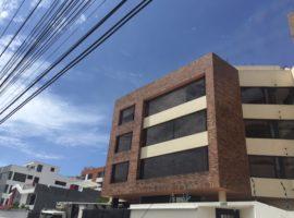 Monteserrín: amplio y soleado departamento