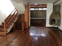 Oportunidad Amplia Casa en Santa Lucìa, Quito